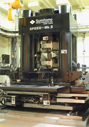 高温高圧変形実験を行ったSPring-8設置の、世界最大の高圧変形装置